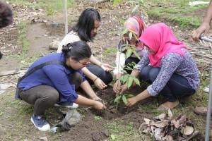 Photo : Menanam Pohon Demi Kebaikan Kehidupan Manusia